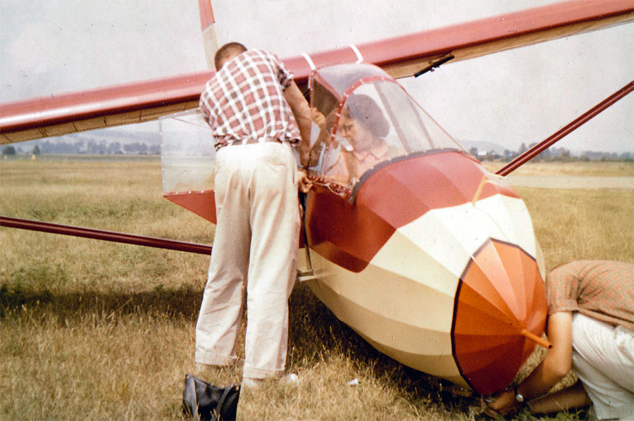 preparing for a glider flight